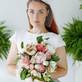 bird cage veil with flower in ivory