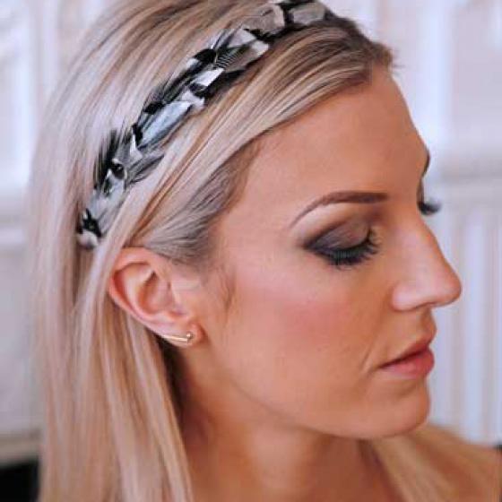 'Gwenva' black and white narrow feather hair band