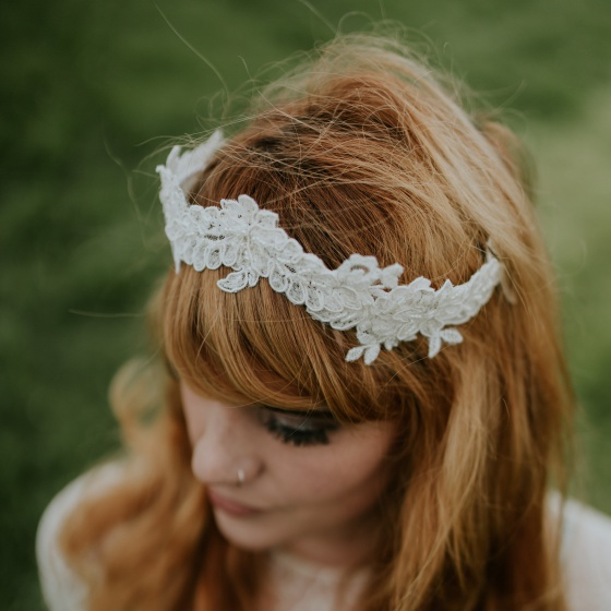 'Kenynen' Ivory Lace Crown