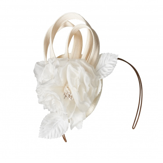 'Lamorran' ivory flower fascinator -